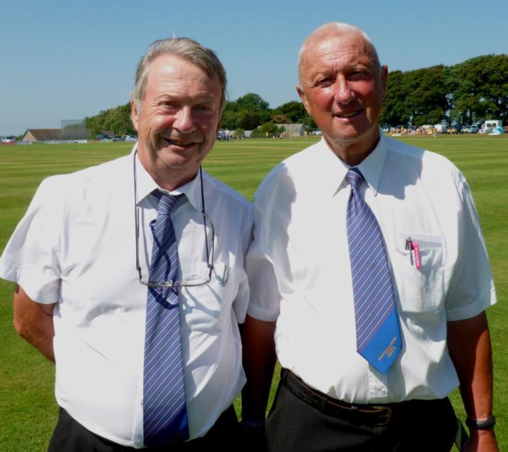 Umpires Steve Blowes and Allan Hansen