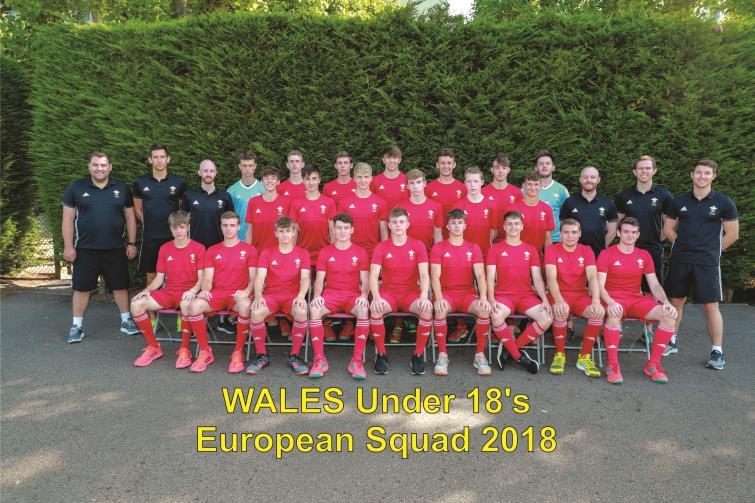 Ollie Wheeler pictured with the Wales Under 18 Hockey squad