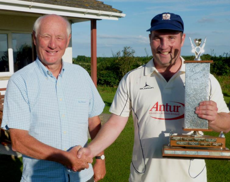 Adjudicator Mike Brace presents Simon Holliday with his trophy