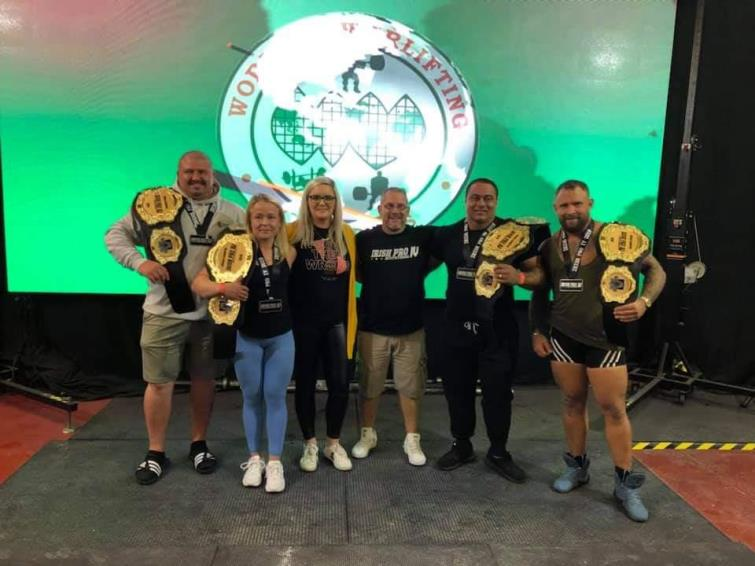 Aaton Hoskings with other Irish Pro Lifters winners