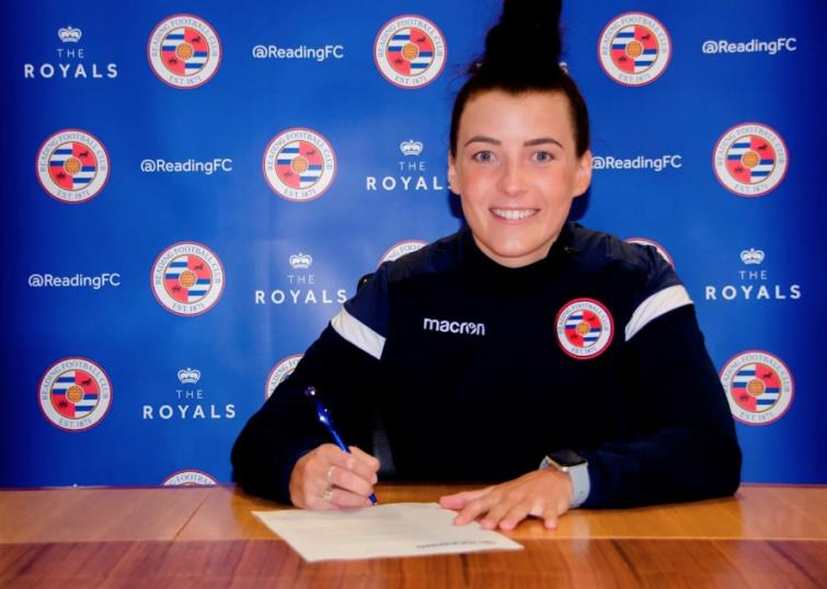 Angharad James signs for Reading
