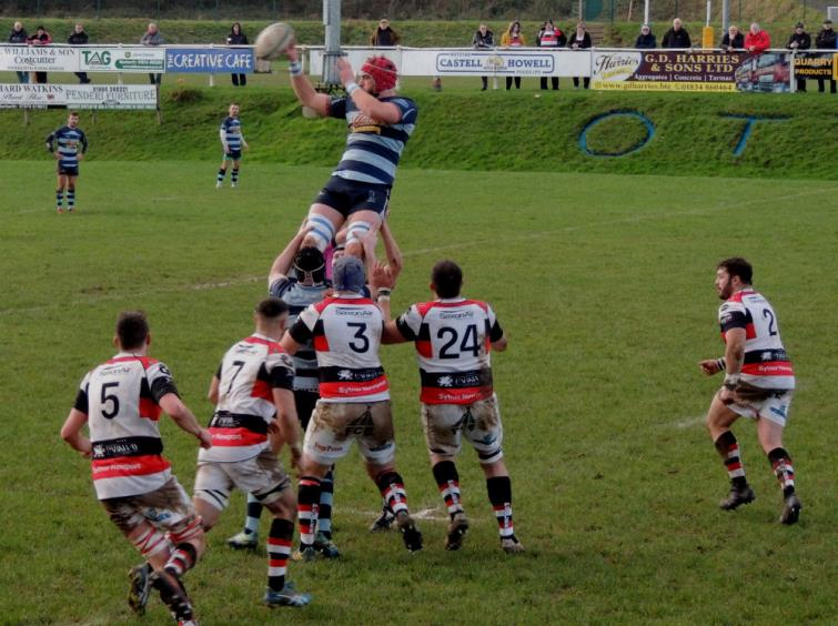 Narberth win clean lineout ball against Pontypool