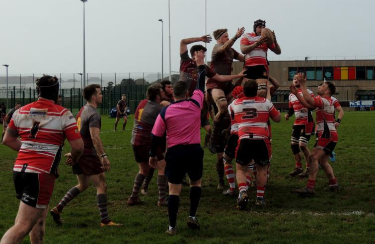 Milford Haven gather clean lineout ball