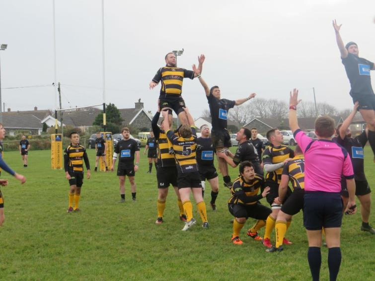 Lineout action from St Davids v Neyland