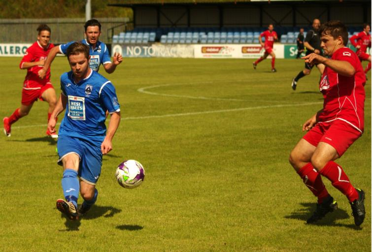 Steffan Williams plays the ball down the line