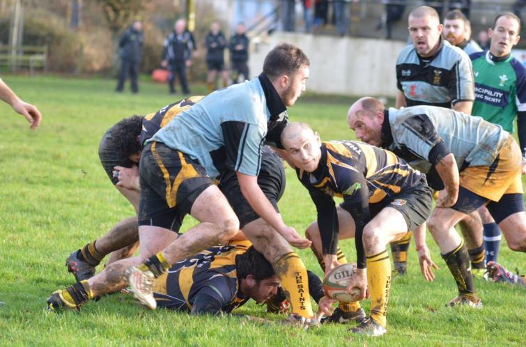 Saints scrum half Fraser Watson gets his pass away