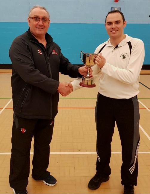 Indoor - Sean Evans presents trophy  to Sean Hannon