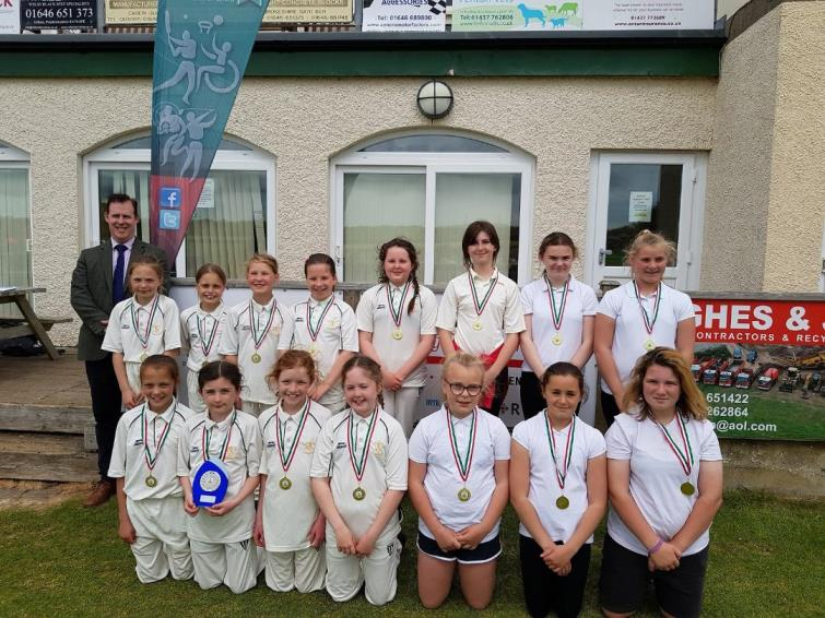 ​South county winners Tavernspite CP School and runners-up Stepaside CP School, with Valeros Public Affairs Manager Stephen Thornton