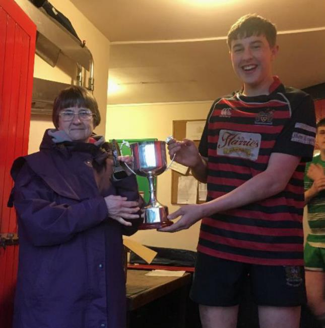 Mrs Jo Fry presents the Mike Fry Cup to Rhys Grigg . . .