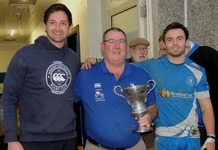 Blues skippers Mikey Jones and Gareth Owen with Alun Wills