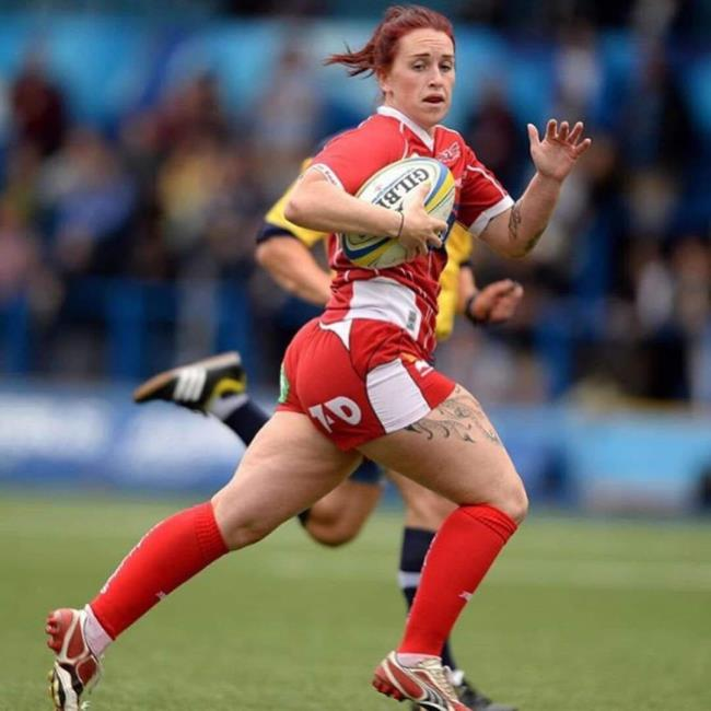 Natalie Walsh in action for the Scarlets