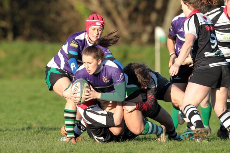 Natalie Walsh grabs a try