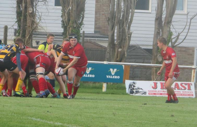 Pembroke break from the base of the scrum