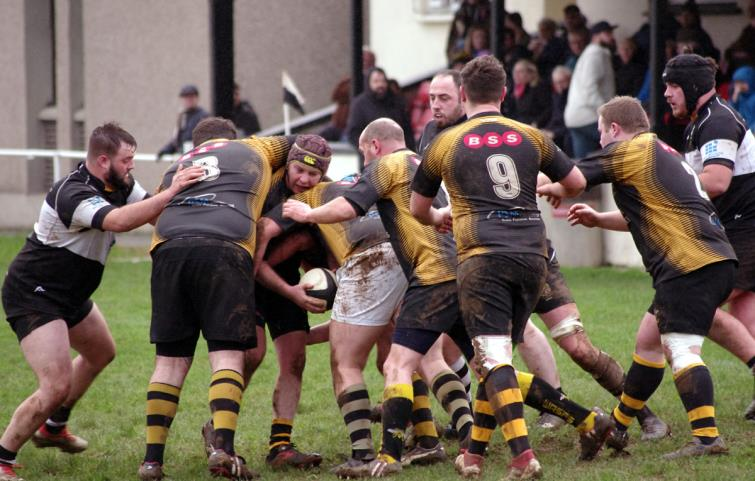 Quins and Wasps packs go head to head