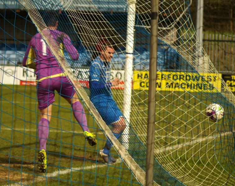 Ryan Thomas scores for The Bluebirds